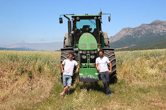 Miguel Unzué, agricultor de Monreal  e Iosu Estenaga, agricultor y ganadero  de Espronceda, ambos, vocales  de la Junta Permanente de UAGN