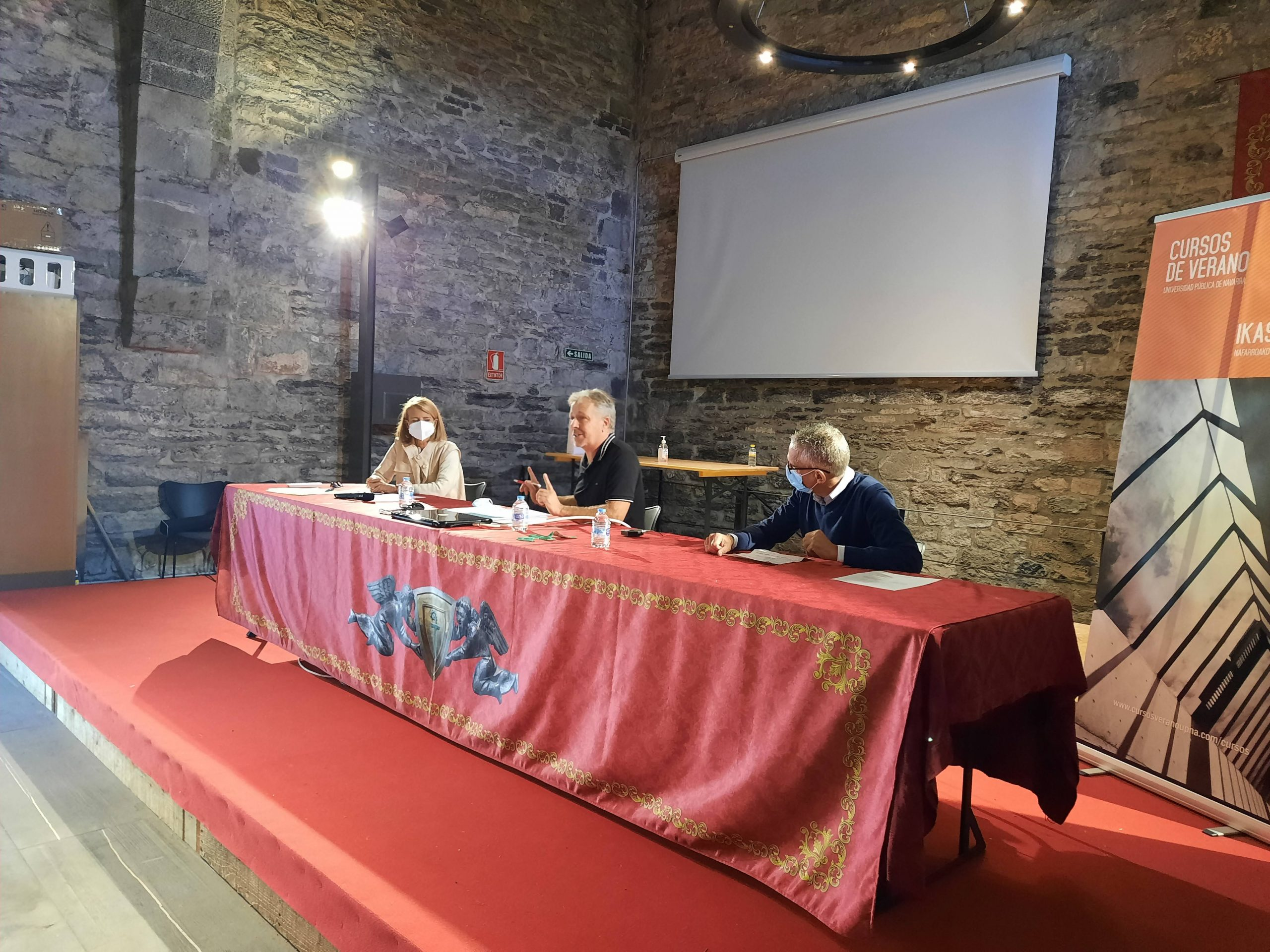 Félix Bariáin, presidente de UAGN, participa en los cursos de verano de la Universidad Pública