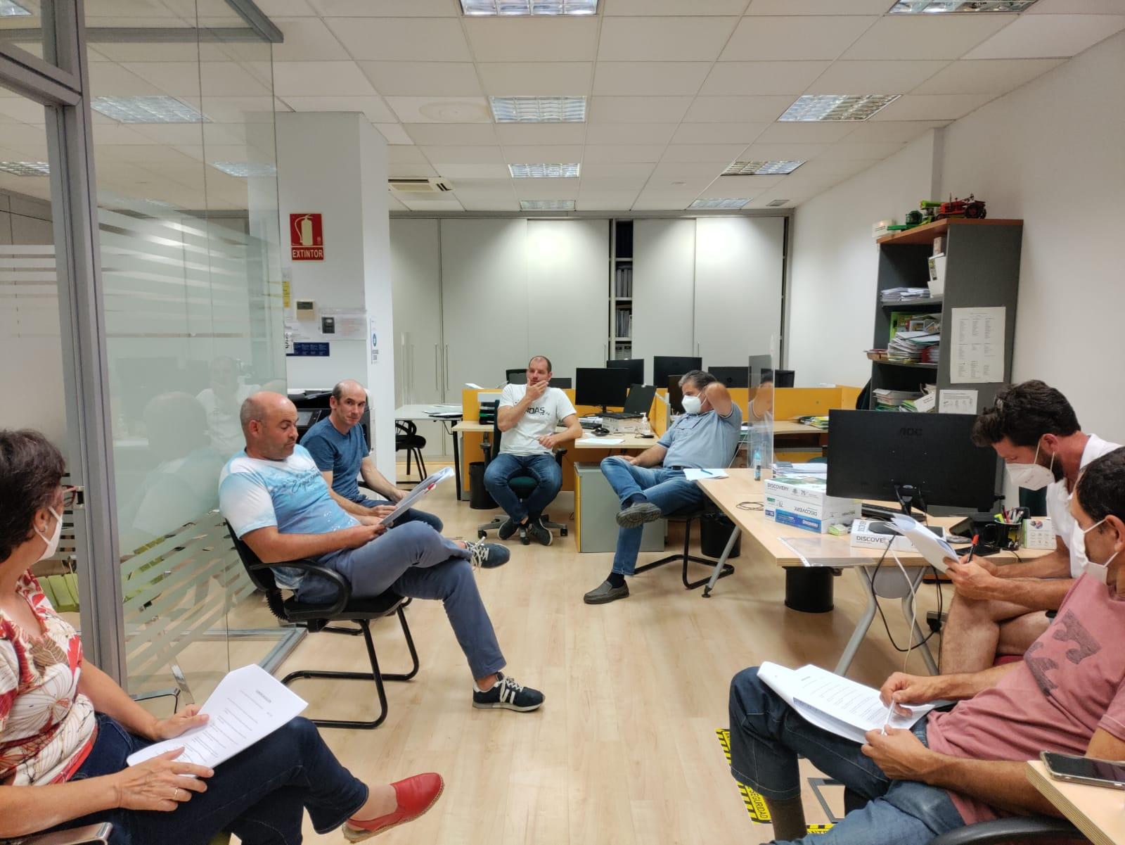 Reunión ganaderos de UAGN, en las oficinas de Pamplona